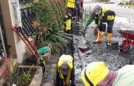 DLHK Inhil Rutin Bersihkan Drainase